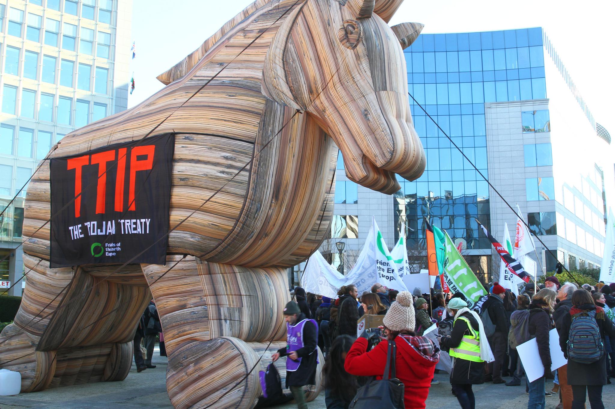 TTIP soll nach Wunsch der EU eine Alternative zum umstrittenen Investitionsschutz beinhalten.
