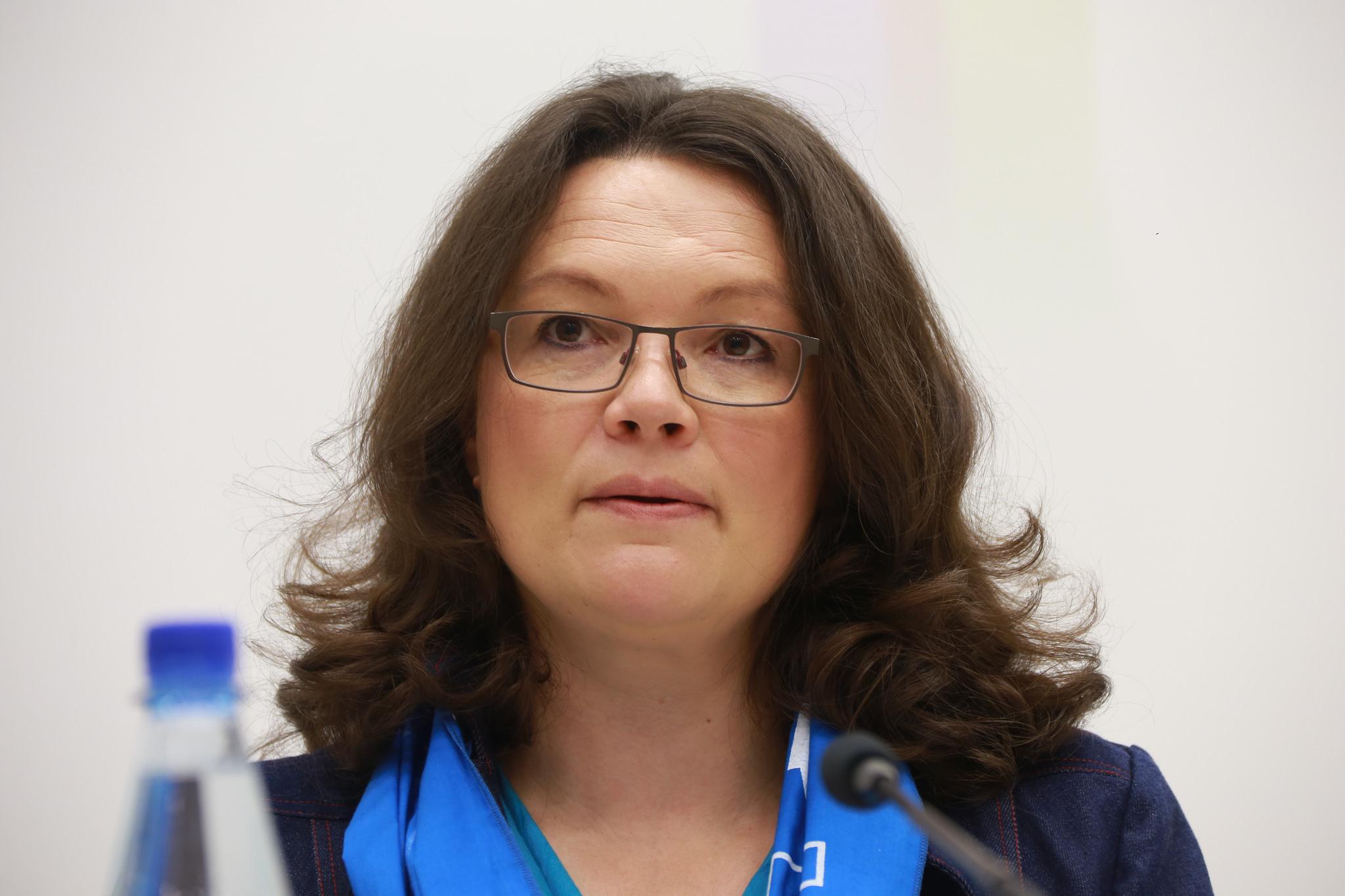 Arbeitsministerin Nahles will Jobs für Zehntausende Flüchtlinge .