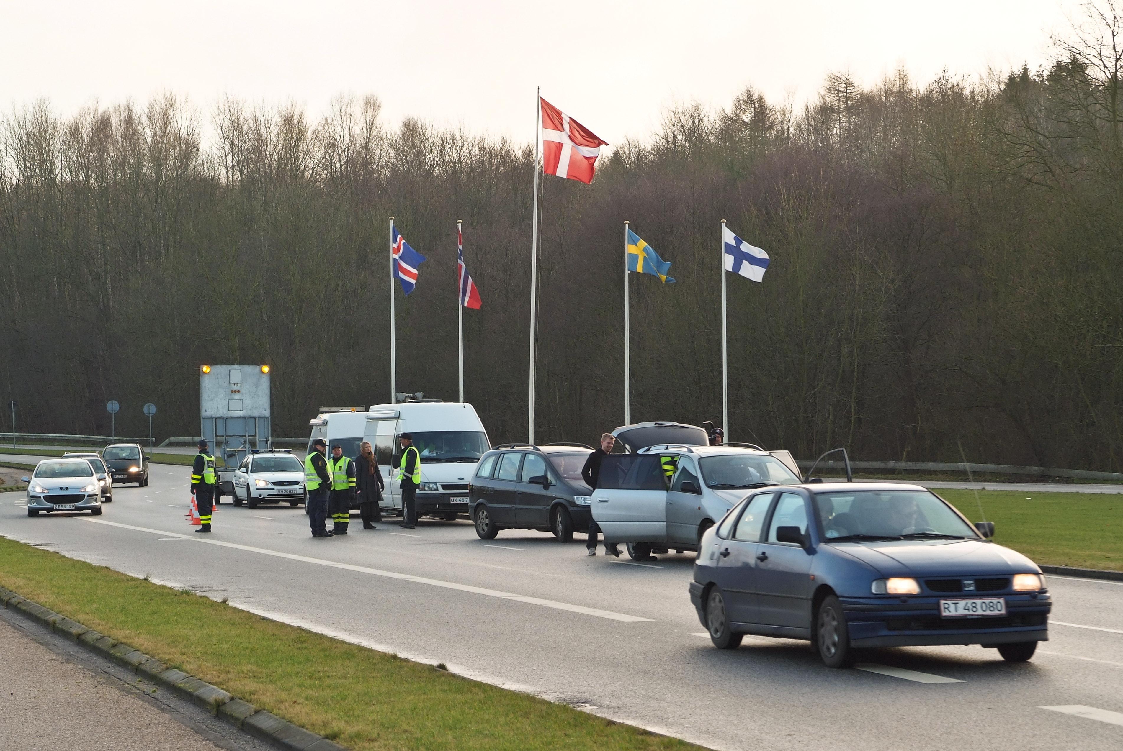 Wegen Flüchtlingskris und Terrorgefahr erwägt die EU Kontrollen im Schengen-Raum.
