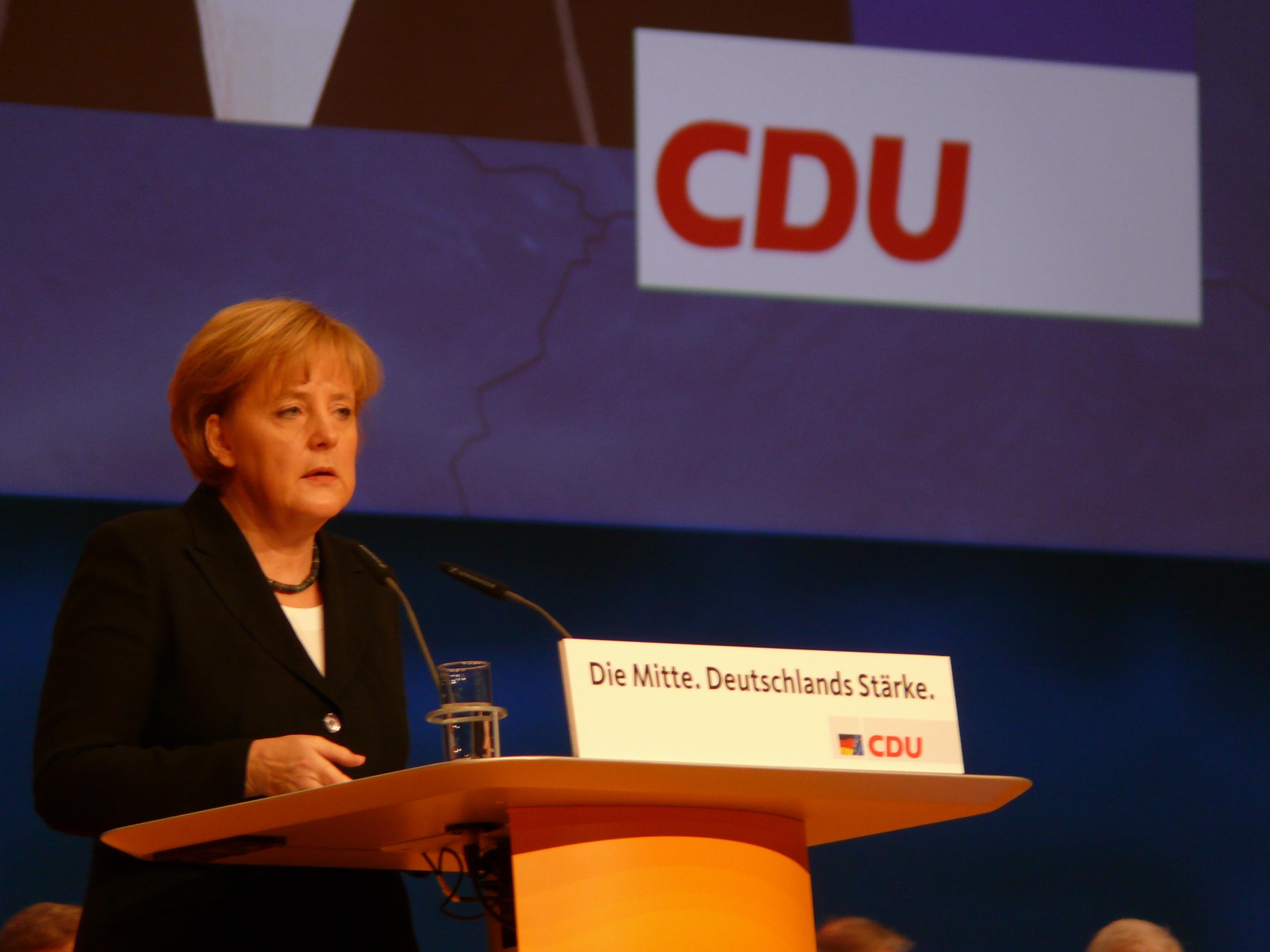 Nach den Überfallen von Köln: CDU-Spitze ist für eine harte Linie gegen straffällige Asylanten.