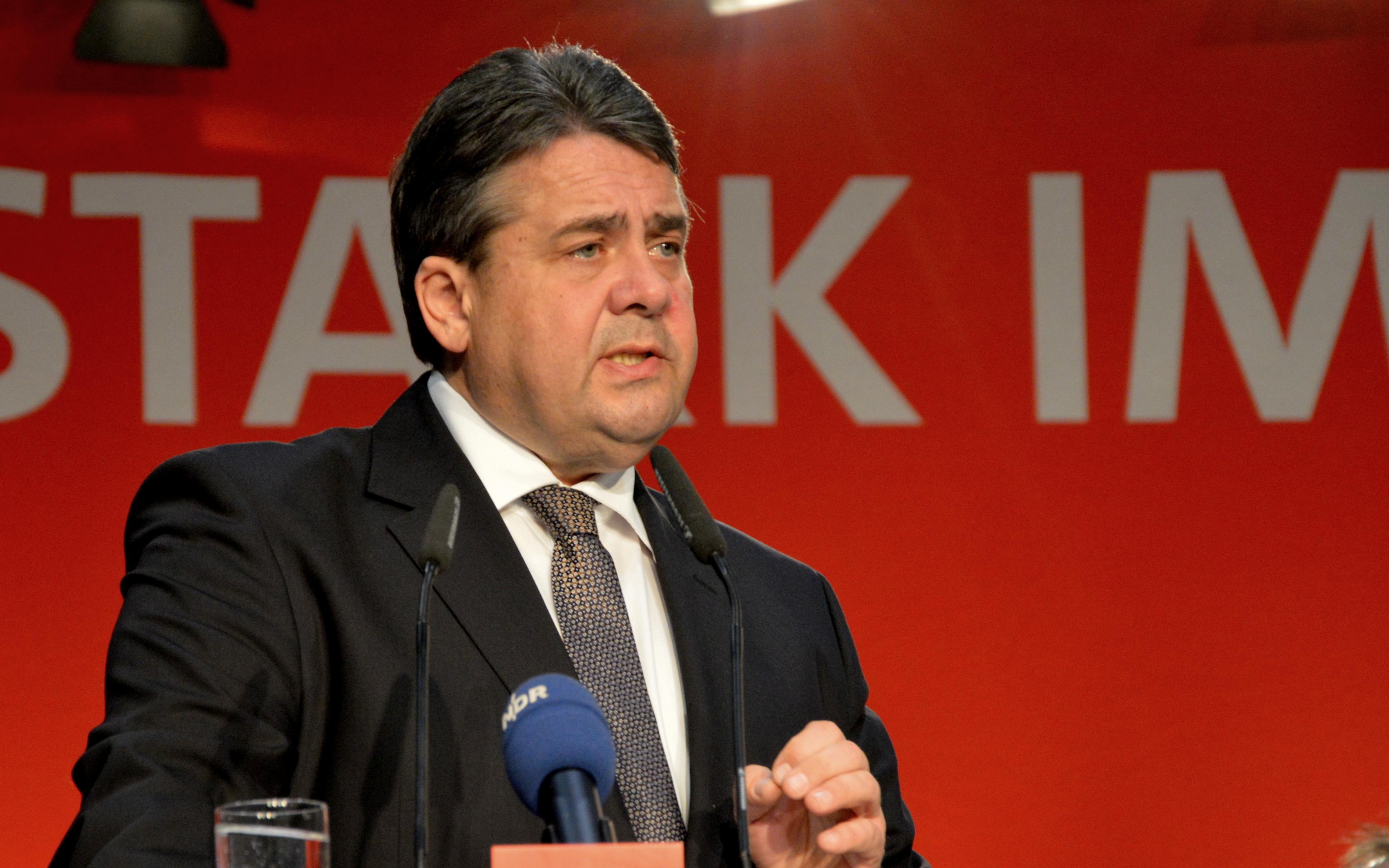 Sigmar Gabriel wirft der AfD Nähe zur NDSAP vor.