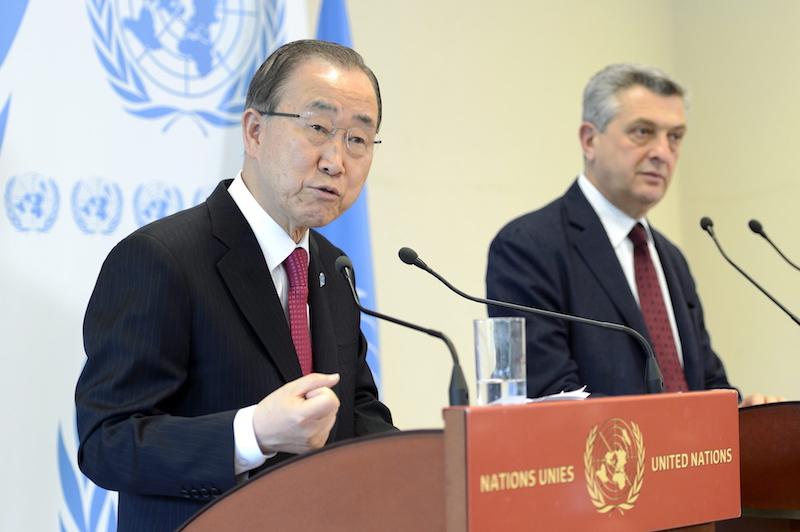 UN-Generalsekretär Ban Ki-moon (L) und UNHCR-Kommissar Filippo Grandi bei der Eröffnung der Genfer Konferenz zu Hilfsleistungen für Syrien-Flüchtlinge
