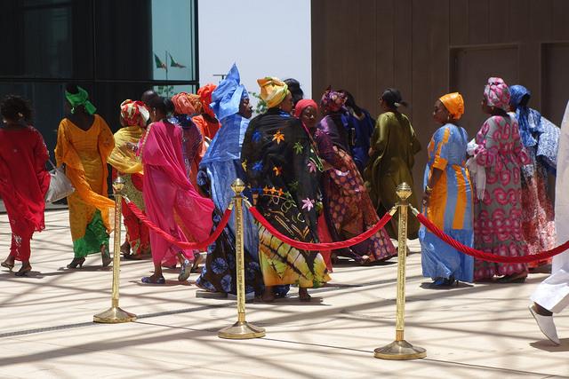 Delegierte vor dem Konferenzzentrum unweit von Dakar.