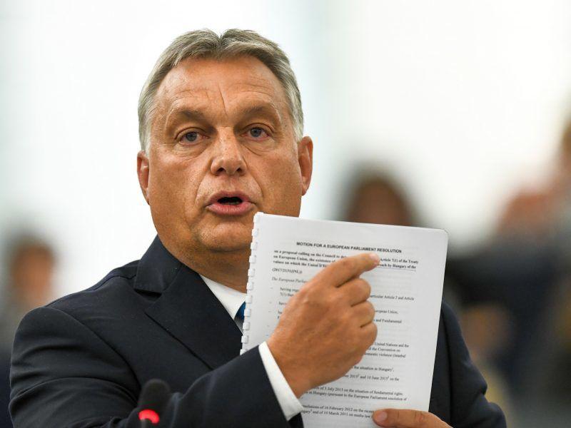 Die Schaffung eines regierungsnahen Medien-Konglomerats in Ungarn durch die Orban-Regierung führt zu massiven Protesten.
