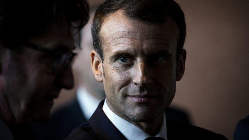 Emmanuel Macron im Halbschatten