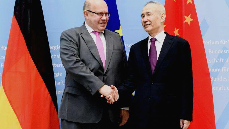 Chinas Vize-Premierminister Lui He zusammen mit Wirtschafts- und Energieminister Peter Altmaier.