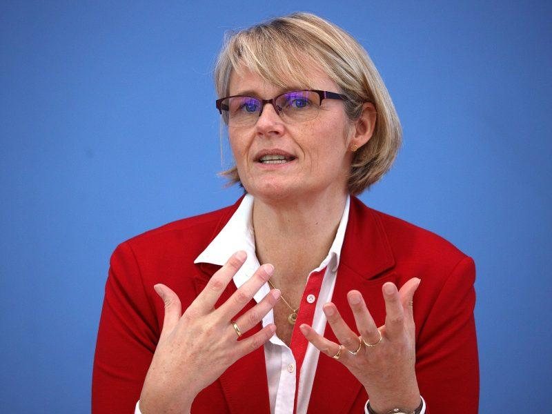Anja Karliczek bei einer Pressekonferenz